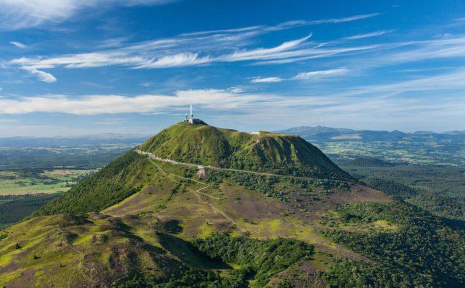 Le puy de Dôme du haut de ses 1465 mètres d'altitude. Crédit photo : Francis Cormon