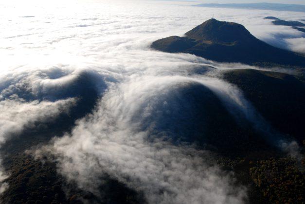 Mer de nuages sur la Chaîne des Puys. Crédit photo : Jody Way