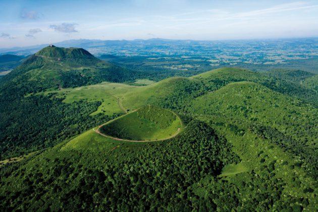 Ensemble tectono-volcanique de la Chaîne des Puys et de la faille de Limagne. Crédit photo : P.Soissons