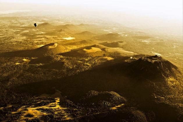 Vue aérienne sur le nord de la Chaîne des Puys
