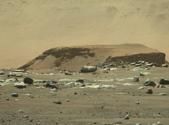 Dépôts de sédiments dans le cratère Jezero de Mars photographiés par Perseverance.