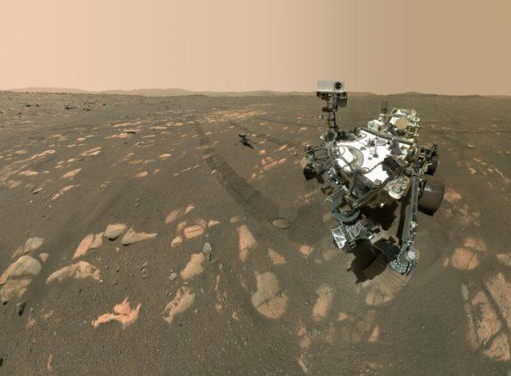 Selfie de Perseverance et Ingenuity sur Mars.