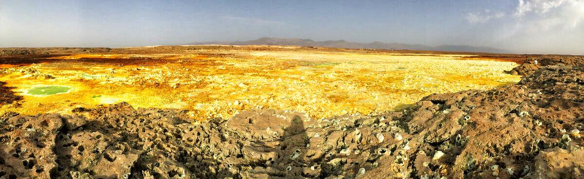 L'activité géothermique sur le cratère de Dallol, au sommet du dôme de sel.