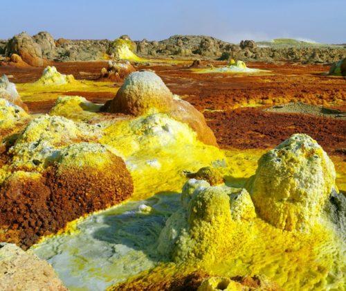Cheminées hydrothermales éteintes sur le site de Dallol.