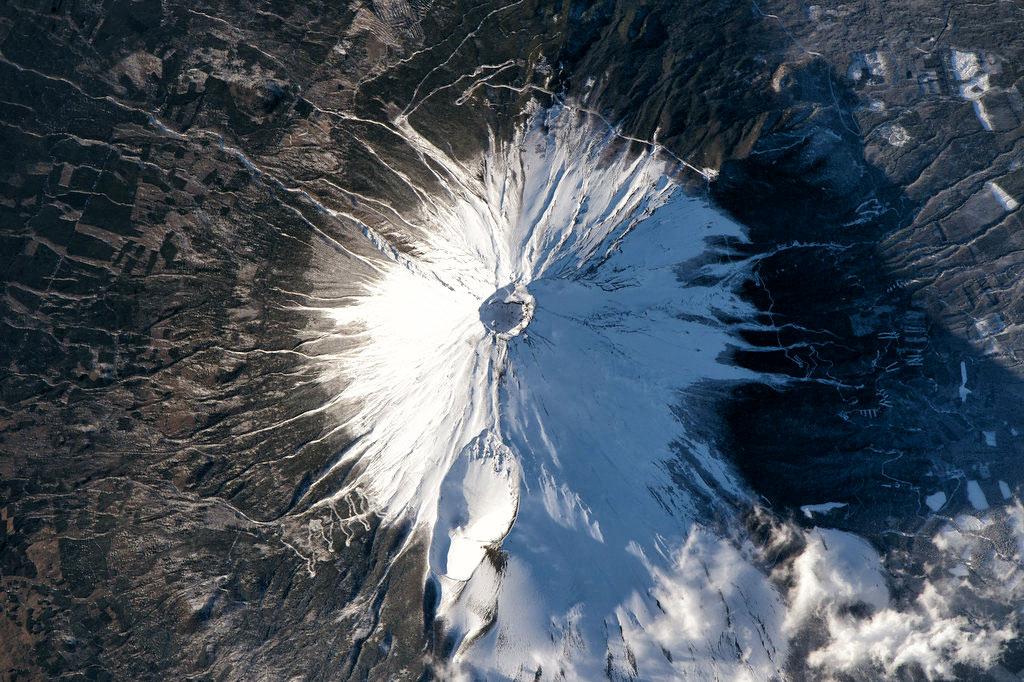Vue satellite du Mont Fuji et sa silhouette parfaite